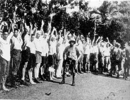Japanese soldiers with captured Dutch KNIL soldiers, Java 1942