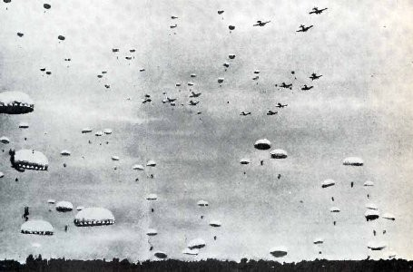 Japanese paratroopers landing at Usua, Dutch West Timor, 1942